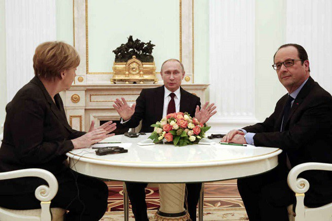 20150207-Merkel-Putin-Hollande-655x436