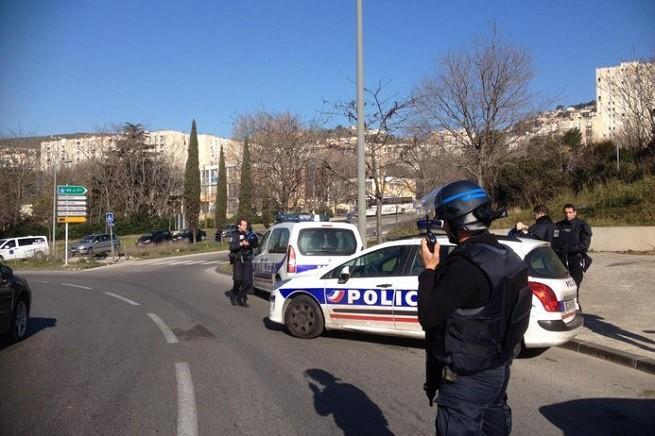 La Police Nationale dispiegata attorno al quartiere Le Castellane (foto FRÉDÉRIC SPEICH/'La Provence')