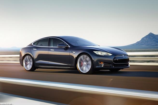 La Model S di Tesla Motors potrebbe essere una concorrente della futura iCar della Apple
