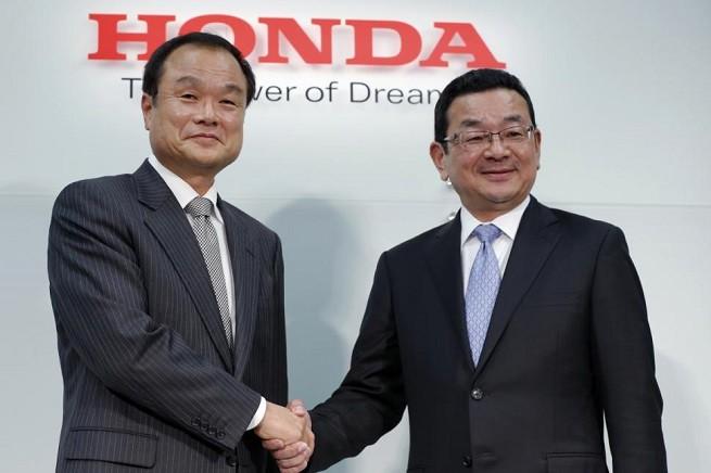 Da sinistra Takanobu Ito e Takahiro Hacigo, ex presidente e il suo sostituto a capo della Honda