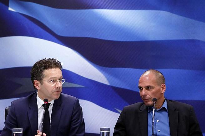 Il presidente dell'Eurogruppo, l'olandese Jeroen Dijsselbloem, e il ministro del Tesoro greco, Yanis Varoufakis (Foto Euronews)
