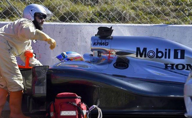 20150225-ALONSO-CRASH-