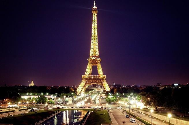 La Torre Eiffel è stata sorvolata nelle ultime due notti da droni pilotati da ignoti (foto Wikipedia)