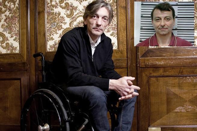 Alberto Torreggiani, figlio di Pierluigi, il gioielliere assassinato da un commando dei Proletari Armati per il Comunismo di cui Cesare Battisti (nel riquadro) è stato condannato all'ergastolo come mandante