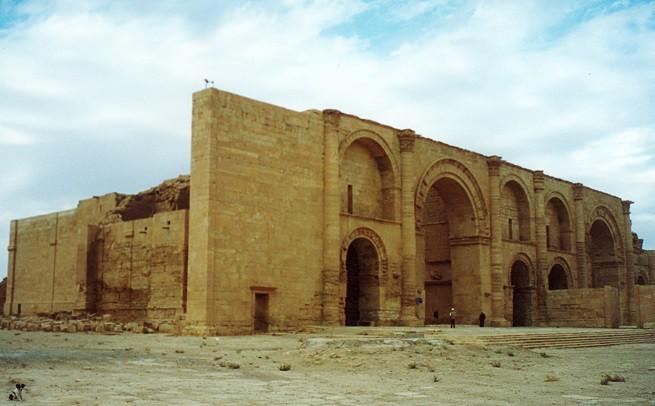 Vestigia dell'antica città di Hatra, il cui sito archeologico è stato raso al suolo dalla barbarie dei jihadisti del sedicente Stato Islamico (Foto Véronique Dauge/UNESCO)