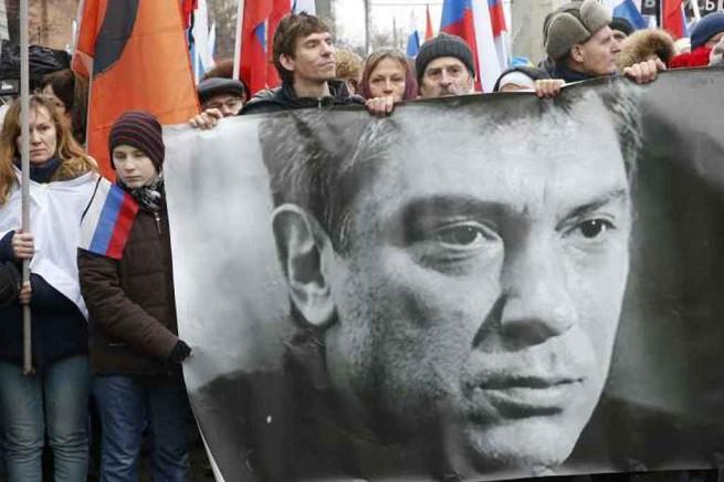 Manifestazione a Mosca in ricordo del leader liberale russo Boris Nemtsov, ucciso il 27 febbraio scorso (foto AGI)