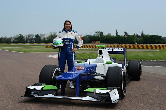 Simona de Silvestro, pilota italo-svizzera, ai tempi del test con la Sauber sul circuito di Fiorano (foto dal profilo Facebook della pilota)