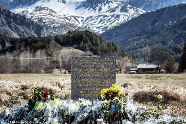"""Il memoriale delle vittime eretto a Le Vernet (foto dalla pagina Facebook """"Tribute to Captain Patrick Sondheimer"""""""