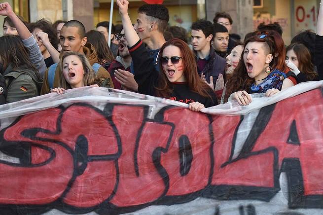 20150418-scuola-protesta-655x436