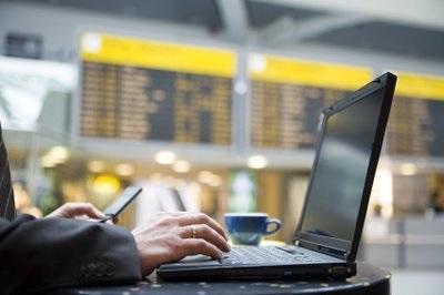 20150423-laptop-at-airport
