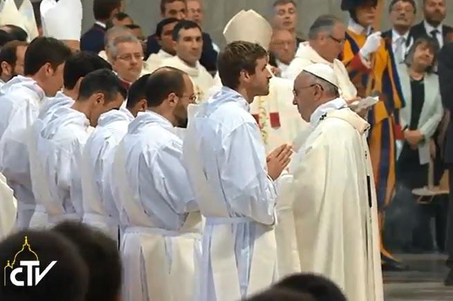 20150426-papa-ordinazione-sacerdoti