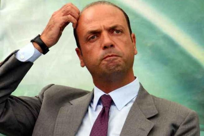 Il ministro dell'Interno, Angelino Alfano (foto di repertorio)