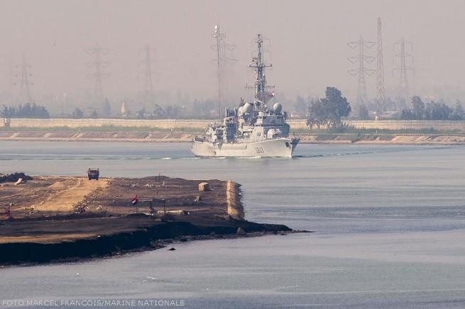 La fregata antisommergibile 'Jean de Vienne' (D643) mentre passa il Canale di Suez lo scorso 12 Maggio