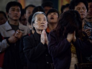 20150527-chinese-christians-praying-316x238