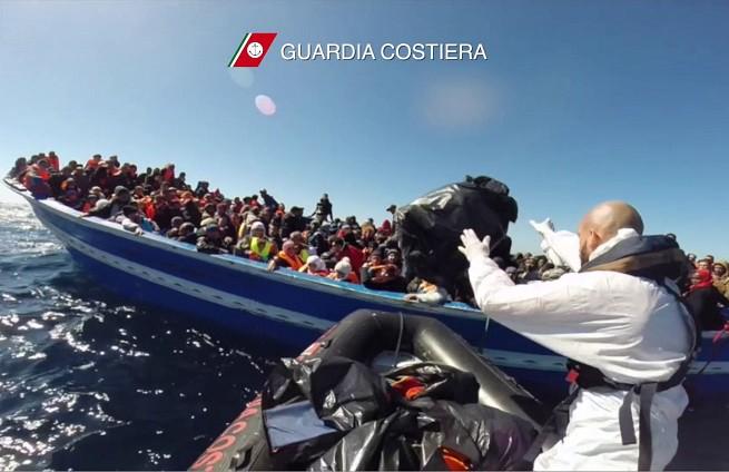 Operazione 'Search and Rescue' (Ricerca e Salvataggio) della Guardia Costiera Italiana (Immagine di repertorio, credit AFP PHOTO / GUARDIA COSTIERA)