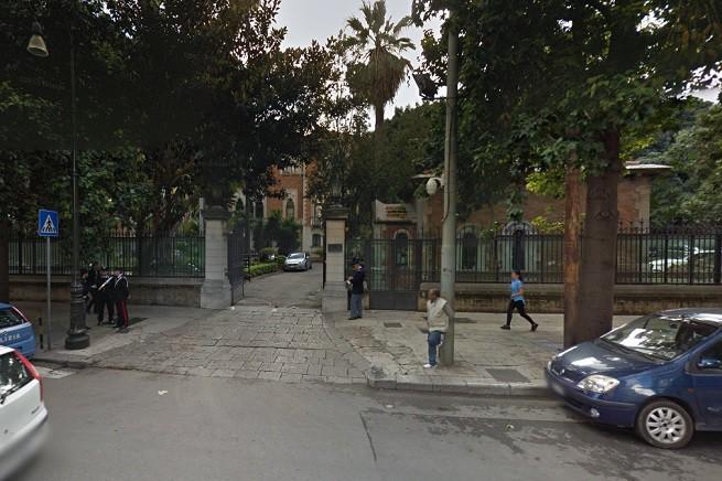 Ingresso della prefettura di Palermo (foto da Google Map)