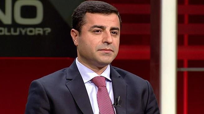 Selattin Demirtas, leader del partito filo curdo HDP: superando lo sbarramento al 10%, ottiene una storica vittoria che blocca la deriva islamista impressa dal presidente Recep Tayyp Erdogan