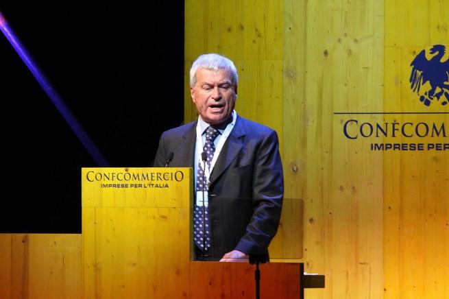 Carlo Sangalli, presidente di Confcommercio, durante l'intervento all'Assemblea annuale in corso a Rho (foto Infophoto/Adnkronos)