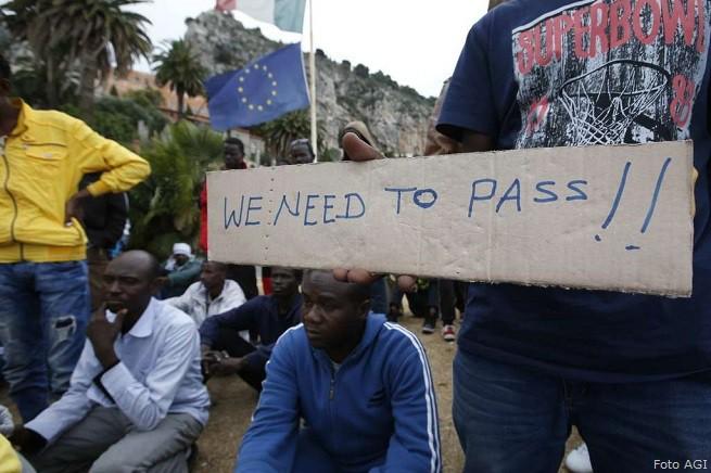 20150614-migranti-al-confine-italia-francia-655x436