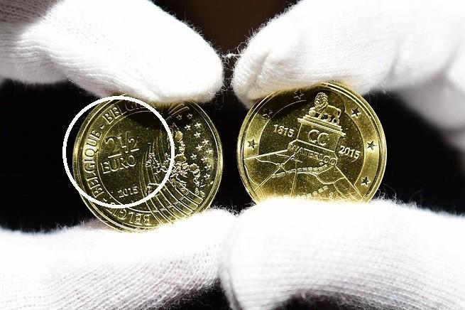 20150616-belgio-2-5-euro-waterloo-anniversary-afp-in