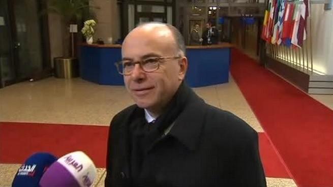 Il ministro dell'Interno francese, Bernard Cazeneuve (foto di repertorio)