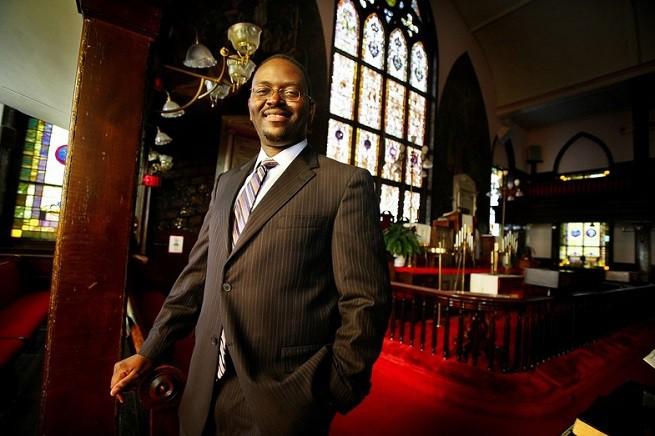 Clementa Pickney, senatore democratico della South Carolina e pastore metodista, nella chiesa di cui era guida spirituale e dove è stato ucciso nella sera di mercoledì