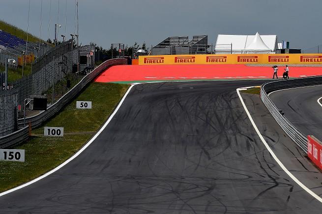 Formula 1, GP d'Austria 2015 - Zeltweg, Red Bull Ring, Curva 1 © FOTO STUDIO COLOMBO/PIRELLI MEDIA (© COPYRIGHT FREE)