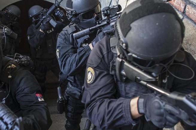20150701-blitz-italia-albania-jihad