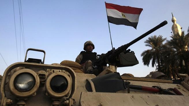 20150702-soldato-egiziano-blindato-655x368