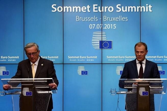 Da sinistra, Jean-Claude Juncker, presidente della Commissione Europea, e Donald Tusk, presidente stabile del Consiglio Europeo (foto Xinhua via Adnkronos)