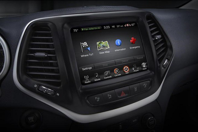 Il sistema di infotainment Uconnect montato sulle vetture del gruppo FCA (foto FCA)