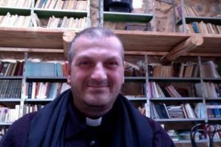 Padre Jacques Mourad, sacerdote siro-cristiano e priore del monastero di Mar Elian, rapito a maggio dai diabolici miliziani jihadisti dell'Isis