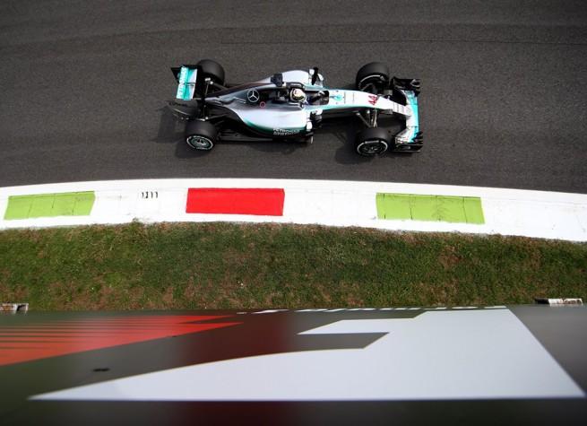 Lewis Hamilton ha conquistato la pole position del Gran Premio d'Italia sul circuito di Monza (foto dal profilo Facebook del pilota britannico)