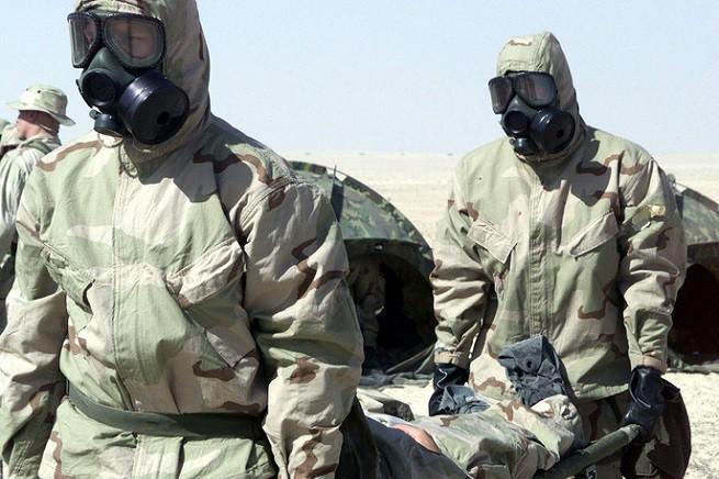 Operatori militari protetti in assetto WMD (Weapons of Mass Destruction), foto di repertorio