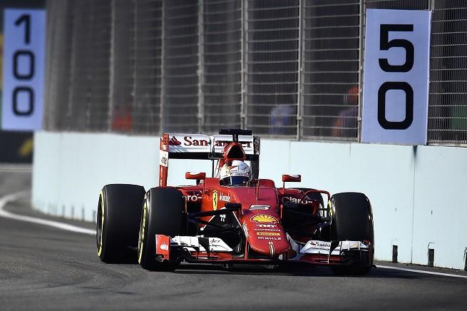 Sebastian Vettel, miglior tempo nelle ultime libere del GP di Singapore, davanti al compagno di squadra Kimi Räikkönen (© FOTO STUDIO COLOMBO PER FERRARI MEDIA - COPYRIGHT FREE)