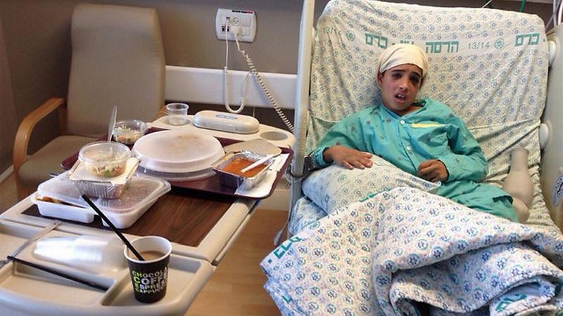 Ahmed Manasra, 13 anni, accoltellatore di un coetaneo israeliano a Gerusalemme, con la complicità del cugino di 15 anni. Entrambi vittime dell'odio palestinese. Dato per morto dalla propaganda palestinese, è vivo e curato in un ospedale israeliano, tutelato nei suoi diritti umani malgrado sia un criminale givoanissimo