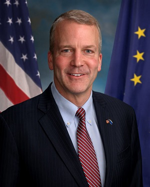 """Daniel Scott """"Dan"""" Sullivan, senatore repubblicano dell'Alaska, membro del US Senate Armed Service Committee (foto ufficiale via Wikipedia)"""