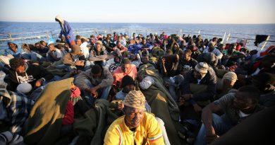 """Lorenzin: per i migranti, """"parte il progetto per la tessera sanitaria"""""""