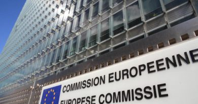 La Commissione UE taglia stime di crescita per l'Italia: Pil +1,1%. Smentito Renzi