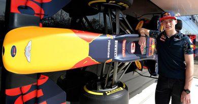 Commedia alla Red Bull: 'promosso' Verstappen, punito Kvyat, ma ci rimetterà Sainz?