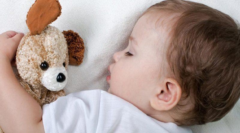 Un decalogo per il sonno dei bimbi