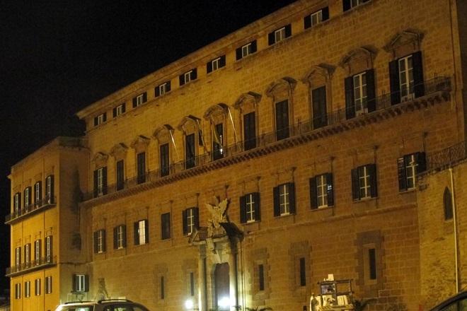 Scambio di 39 affettuosit 39 tra crocetta e orlando in mezzo for Nuovo parlamento siciliano