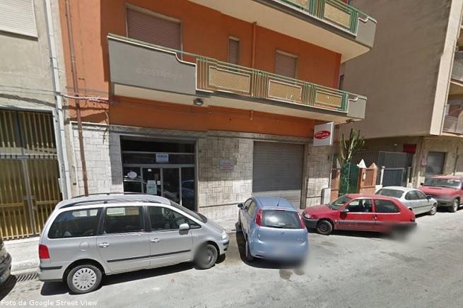 L'officina dei fratelli Amarù, prima che venisse distrutta dalla fiamme (immagini da Google Street View)