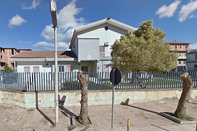 La stazione dei Carabinieri di Catenanuova, in provincia di Enna (Foto da Google Street View)